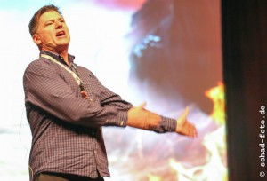 Moderator Mark Ferguson führt auch in diesem Jahr durch die RingCon, Foto: Tobias Schad