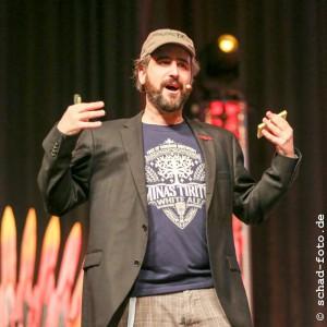"""Stefan Servos mit dem Vortrag """"Geeks erobern die Welt"""", Foto: Tobias Schad"""
